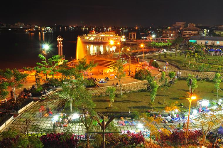 Taman Alun-Alun Kapuas di Pontianak