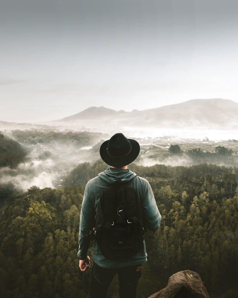 Pemandangan Tebing Keraton, salah satu tempat wisata di Bandung.